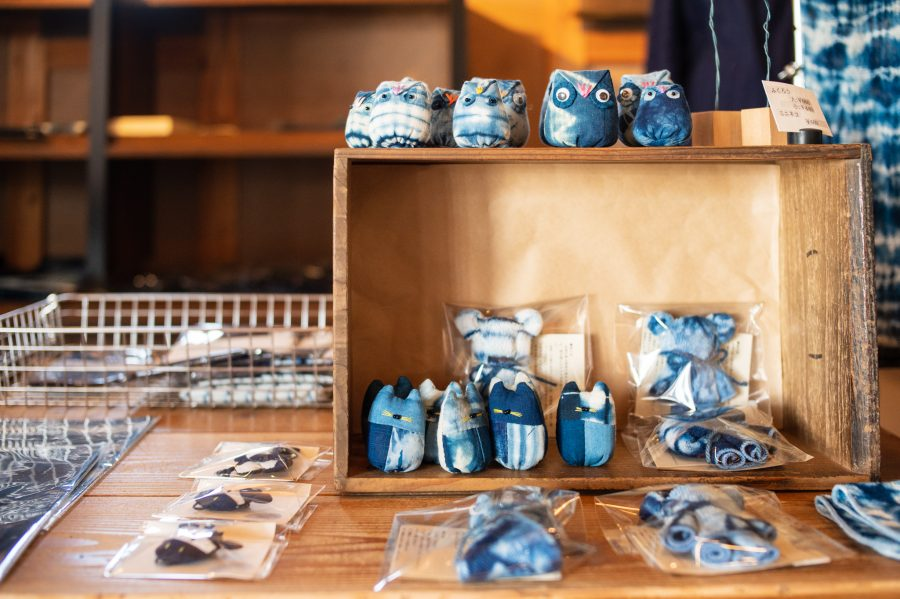 Natural indigo dyed products made in Japan are cute and useful
