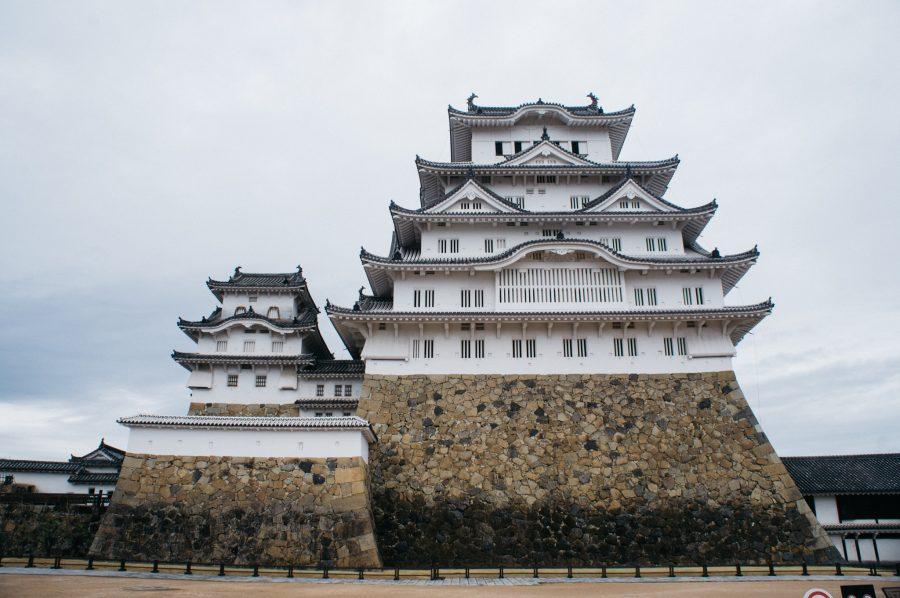 Donjon du château de Himeji vu en contre-plongée